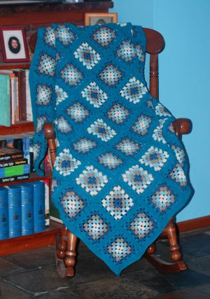 Easy granny square with step by step instructions on crocheting