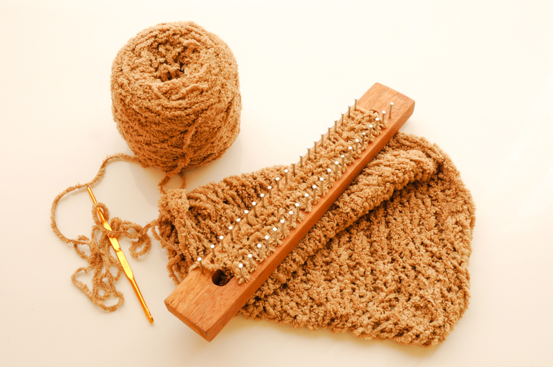 Loom Board Knitting Patterns : Make Your Own Knitting Loom